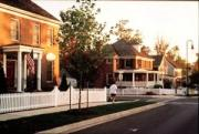 Kentlands in Gaithersburg, Maryland, combines modern houses and businesses with compact, walkable public spaces. Photo courtesy of Mike Watkins.